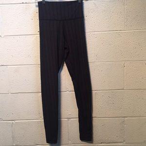Lululemon black and gray legging, sz 2, 57610